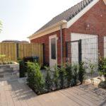 Bild trädgård rutprofil och grind