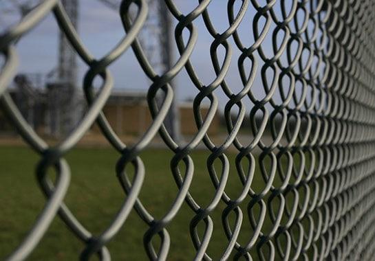 Flätverksstängsel för industri, bollnät & villastängsel | LBF Protection AB